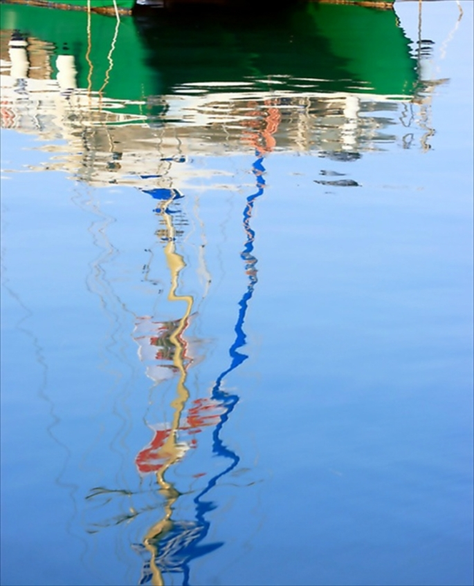 green reflected on blue...